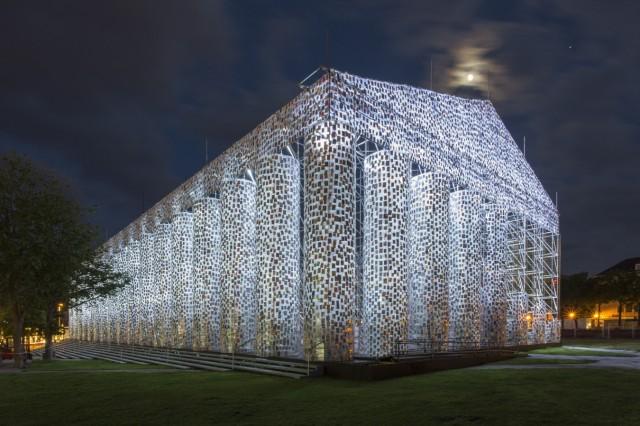 "Documenta 14 Kassel ""The Parthenon of Books"" vonMarta Minujín"