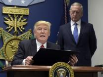 US-Präsident Donald Trump (links) mit Verteidigungsminister James Mattis im Pentagon.