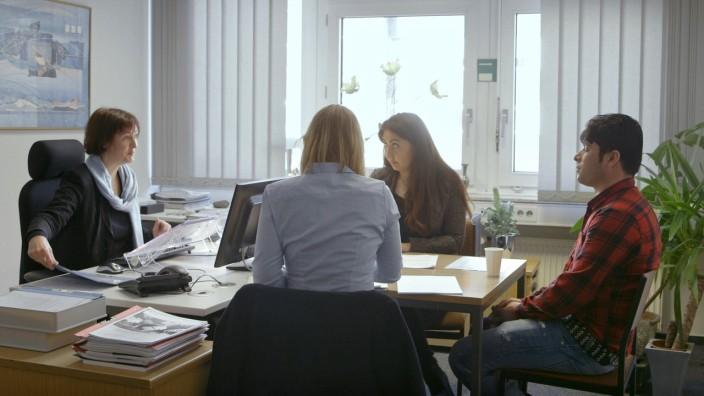 """Auf dünnem Eis - Die Asylentscheider; Dokumentation Arte ZDF """"Auf dünnem Eis - Die Asylentscheider"""""""