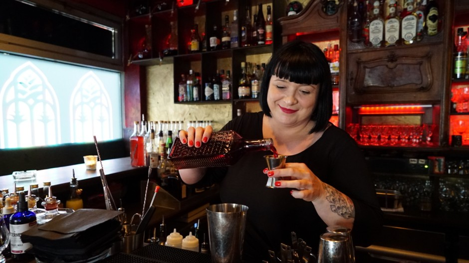 Charmant Barkeeper Nehmen Beispiele Wieder Auf Fotos ...