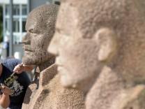 Monumental Denkmäler werden versteigert