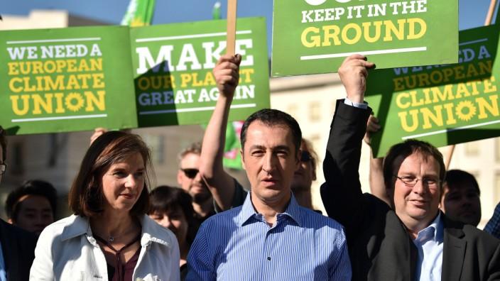 Protestaktion Grüne gegen den Ausstieg vom Klimaabkommen