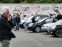 Gebrauchtwagenhandel im Drive-In Autokino Aschheim, Münchnerstraße 60. Thema: Diesel-Fahrverbot