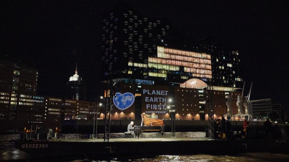 Greenpeace-Aktion an der Elbphilharmonie