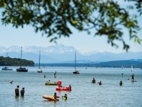 Bavaria's Lakes And Mountains Draw Summer Visitors
