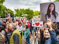 12 06 2017 DU Duisburg Schüler Eltern und Lehrer vom Steinbart Gymnasium demonstrieren für d