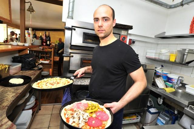 Utting Trattoria PINELLO- Pizzabäcker Pino