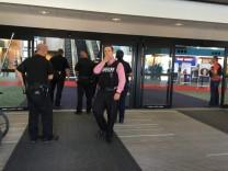 Polizist auf US-Flughafen in den Hals gestochen