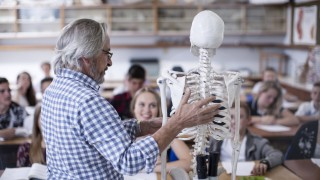 Teacher with anatomy model and students in class model released Symbolfoto property released PUBLICA