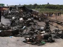 Explosion eines Tanklasters in Pakistan