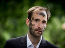 Philipp Ruch künstlerischer Leiter des Zentrums für Politische Schönheit nimmt am Freitag 19 06 15