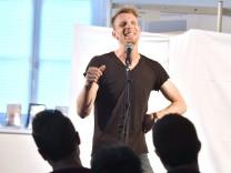 Starnberg, Stadtbücherei Poetry Slam mit Ko Bylanzky