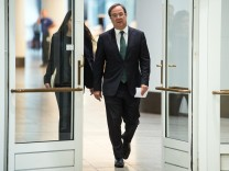 NRW-Ministerpräsident Laschet stellt sein Kabinett vor