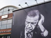 Getränkewerbung mit Erdogan am Kunstverein Hamburg