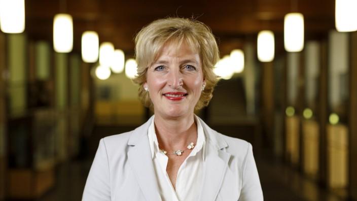 Christiane Woopen bei der Premiere der Vortragsreihe Adenauer Lectures in der Aula der Universität z