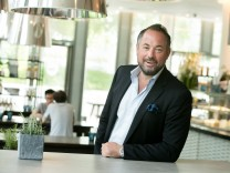 Ulrich Dahlmann, Business Restaurant Daily (in den Highlight Towers), Mies-van-der-Rohe-Straße 4