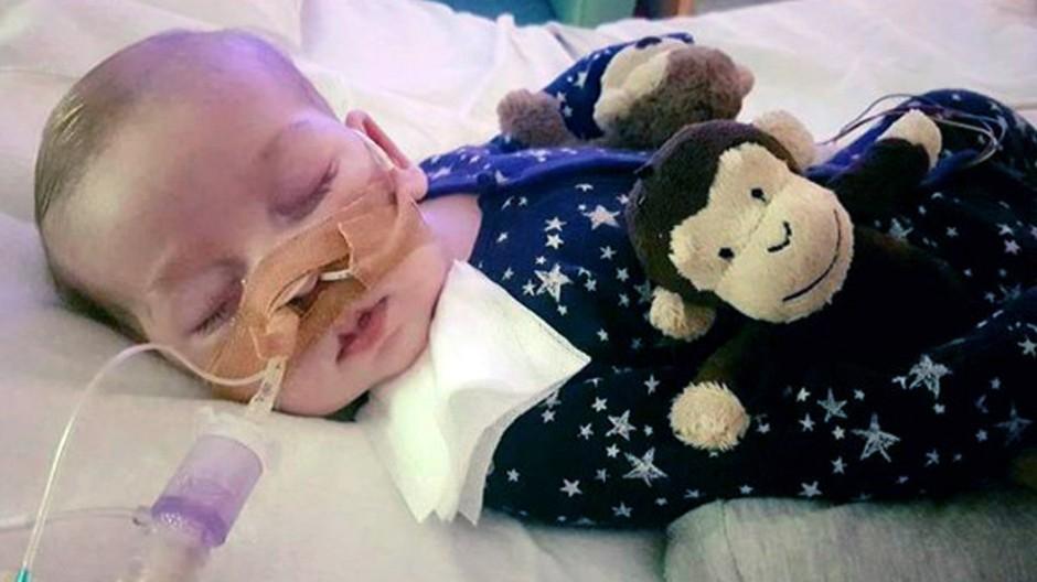Baby Charlie im Krankenhaus
