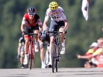 Cycling - The 104th Tour de France cycling race