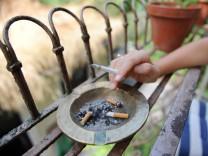 Rauchen auf dem Balkon, 2013