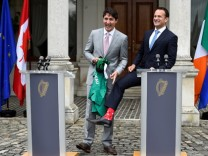 Canada's Prime Minister Trudeau speaks at a press conference with Taoiseach Leo Varadkar at Farmleigh House; jetzt socken