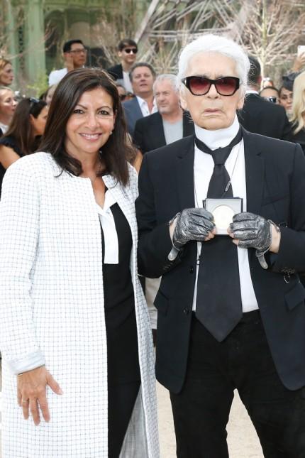 Paris Mayor Anne Hidalgo Decorates Karl Lagerfeld- Paris Fashion Week - Haute Couture Fall/Winter 2017-2018