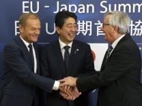 Jena-Claude Juncker, Donald Tusk, Shinzo Abe