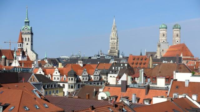 München: Die historische Altstadt mit Frauenkirche, Marienplatz und Altem Peter gehört zu den größten Sehenswürdigkeiten in München.