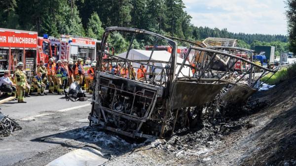 3bus Unfall Auf Der A9 Reisebus Unfall Bei Münchberg Süddeutschede