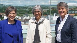 Regierungspräsidentin Heidrun Piwernetz, Regionalbischöfin Dorothea Greiner und Oberbürgermeisterin Brigitte Merk-Erbe von Bayreuth