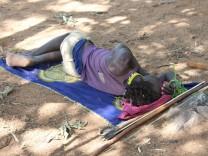 Schlaf beim Naturvolk der Hadza