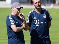 Trainer Carlo Ancelotti mit dem Trainer der zweiten Mannschaft Tim Walter re Fussball 1 BL