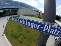 Bernd-Eichinger-Platz vor der HFF