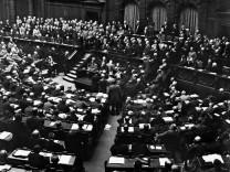 Georg Michaelis bei einer Regierungserklärung im Reichstag, 1917