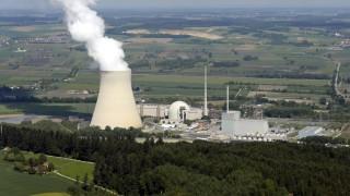 Das Kernkraftwerk Isar auch Kernkraftwerk Isar Ohu Niederbayern auf dem Gebiet des Marktes Essenb