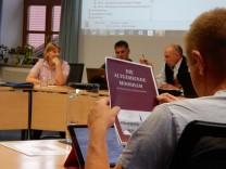 Elisabeth Rieger stellt Projekt Heimatbuch Moosham im Eglinger Gemeinderat vor