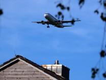 Flugzeug über Hallbergmoos, 2012