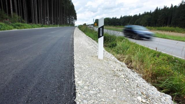 Bruck: Muenchner Berg / NEUE Bundesstrasse B2 kurz vor der Eroeffnung