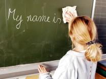 Englischunterricht in einem dritten Schuljahr an einer Grundschule in Elmendorf 04 11 2003 N