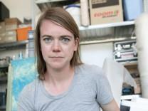 Elke Härtel, Künstlerin Mahnmal OEZ, in ihrem Atelier am Ostbahnhof, Atelierstrasse 18.