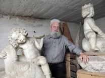 Eichenau: Ignaz Fischer-Kerli mit Skulpturen von Ignaz Taschner