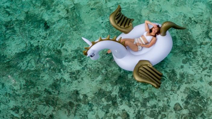 Unicorn Float Pool