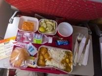 IND Indien Varanasi 26 03 2016 Flug AI 696 mit Air India von Varanasi nach Mumbai Bordverpfleg