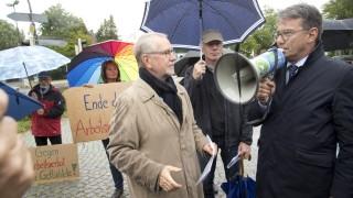 Bruck: Asylhelferkreis Eichenau verliest Resolution / Kundgebung