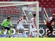 1. FC Nuernberg v 1. FC Kaiserslautern - Second Bundesliga