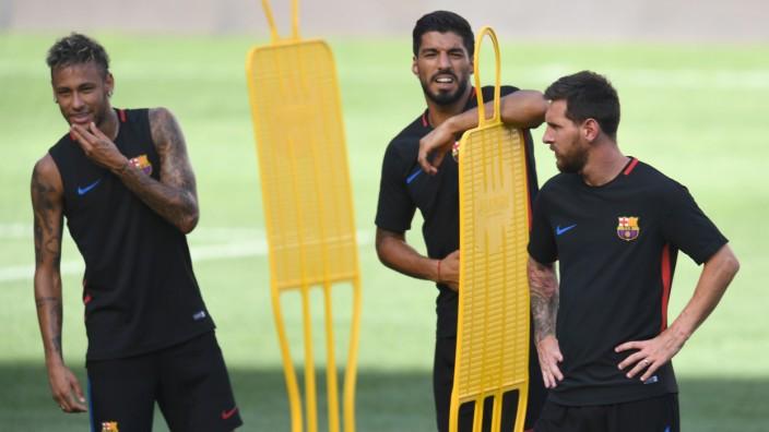 Soccer-Juventus & Barcelona training sessions