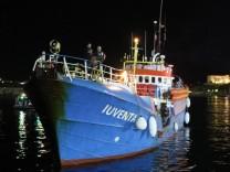 'Iuventa' liegt im Hafen von Lampedusa