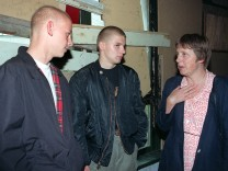 Angela Merkel spricht mit Rostocker Jugendlichen