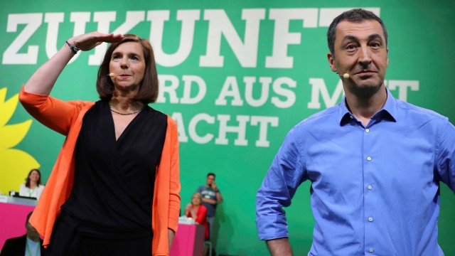 FILE PHOTO -Top candidates Goering-Eckardt and Oezdemir of Germany's environmental Greens party gesture during a party congress in Berlin