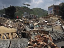 Rain and landslides hamper rescue as China quake toll over