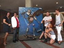 Müllkunstwerk im Gautinger Rathaus